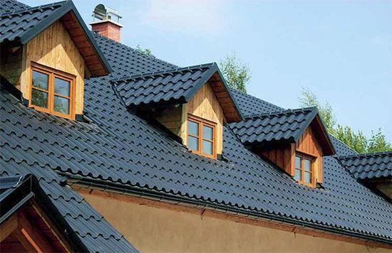 Střechy, krovy, podlahy, tesařské a klempířské práce pro Kladno, Praha, Beroun, Rakovník